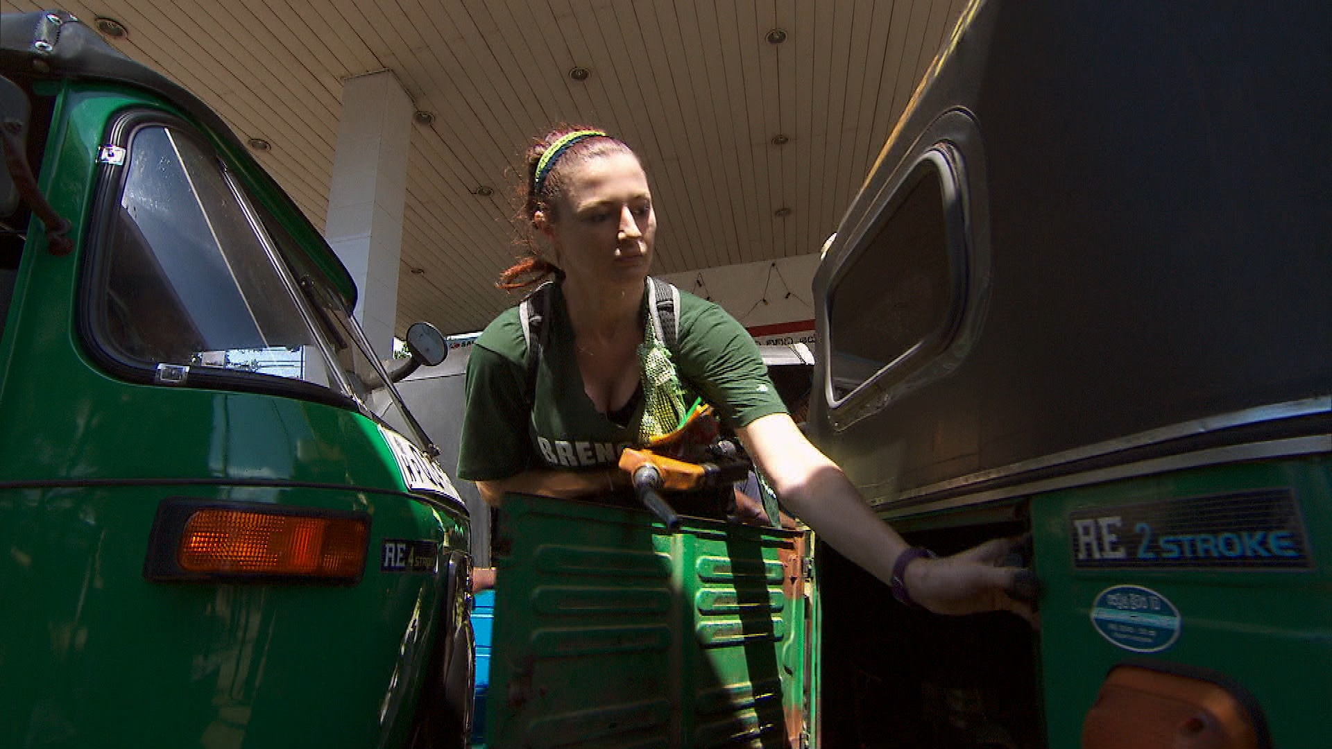 Rachel filling up gas in Season 24 Episode 6