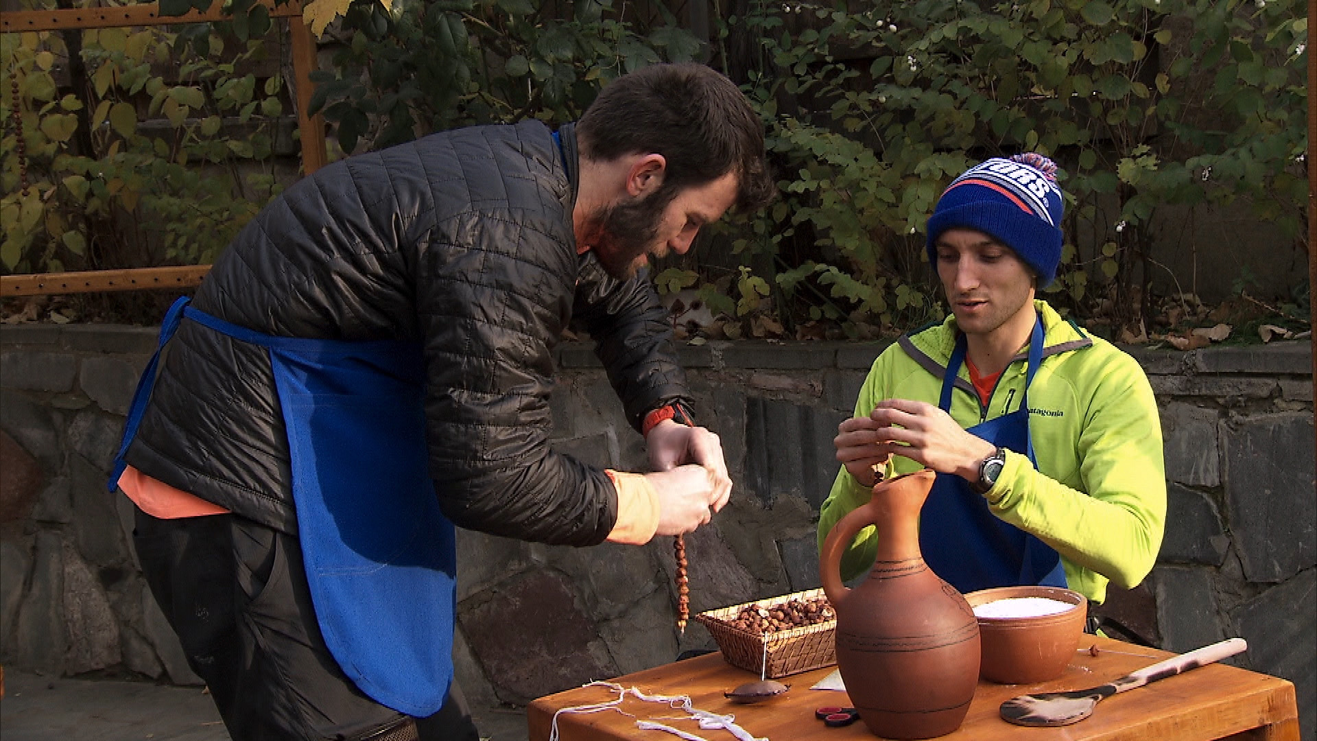 In Detour B, Brodie and Kurt must make a traditional Georgian candy with hazelnuts and syrup.