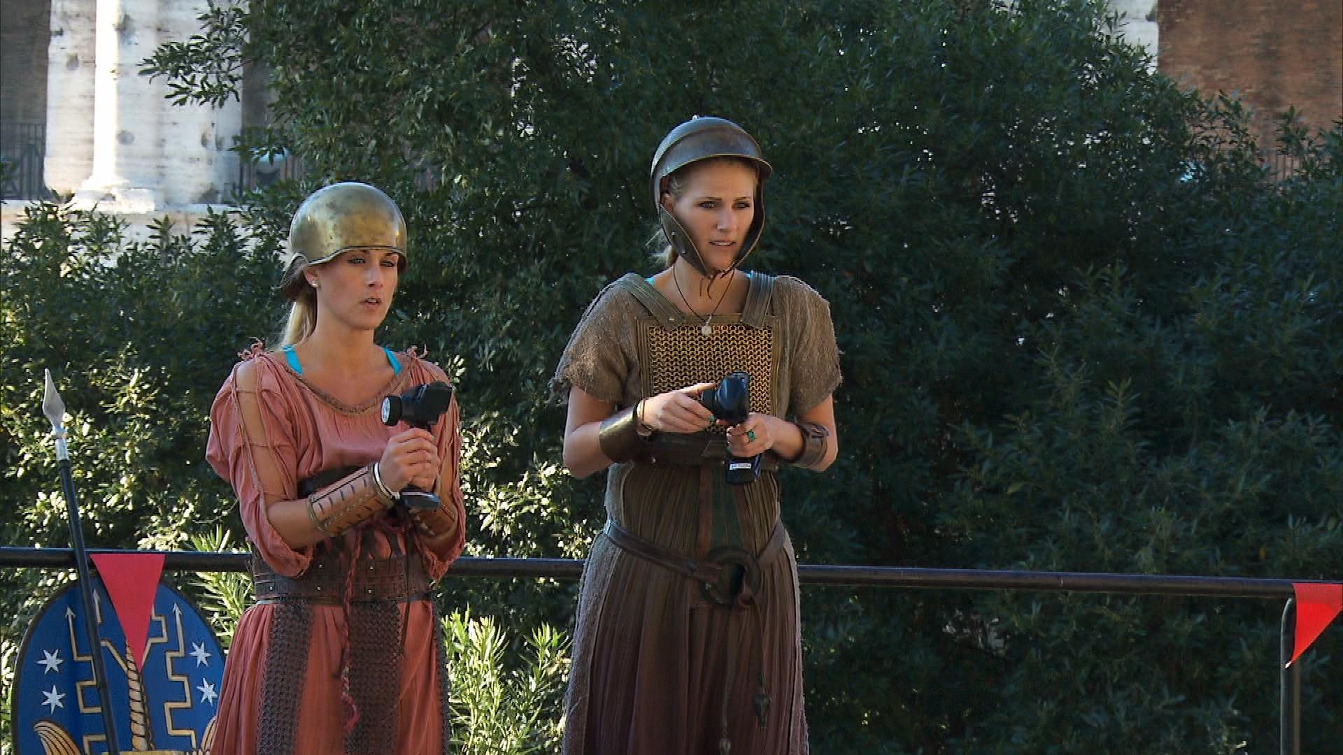 Caroline and Jennifer in Season 24 Episode 7