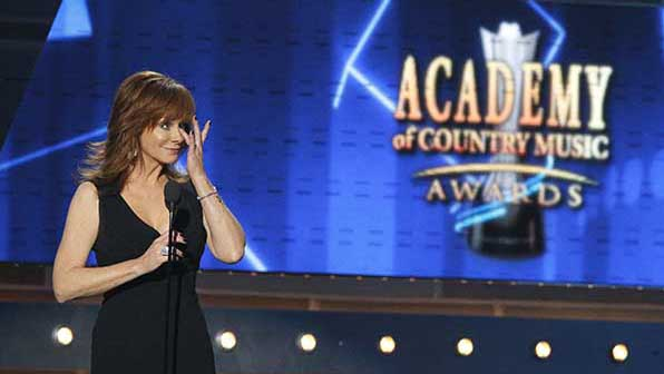 When Reba McEntire tearfully presented a Garth Brooks tribute to Dick Clark.
