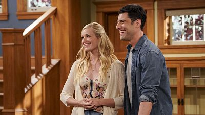 The Neighborhood Star Beth Behrs Is A Master Of The Meet-Cute